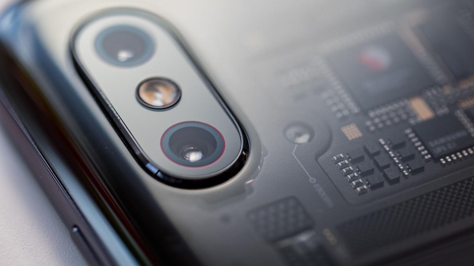 Модель Xiaomi Mi 8 Pro оснащена двойной главной камерой