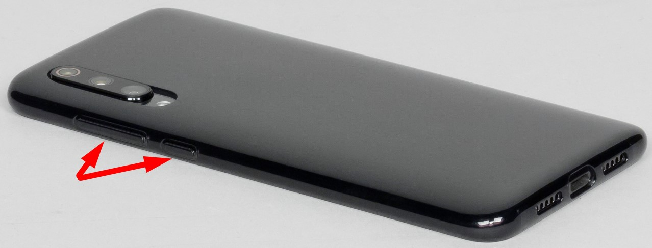 Правая боковая поверхность содержит привычную качельку громкости и клавишу включения под ней