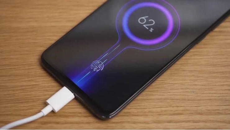 Смартфон имеет встроенную батарею ёмкостью 4030 мАч
