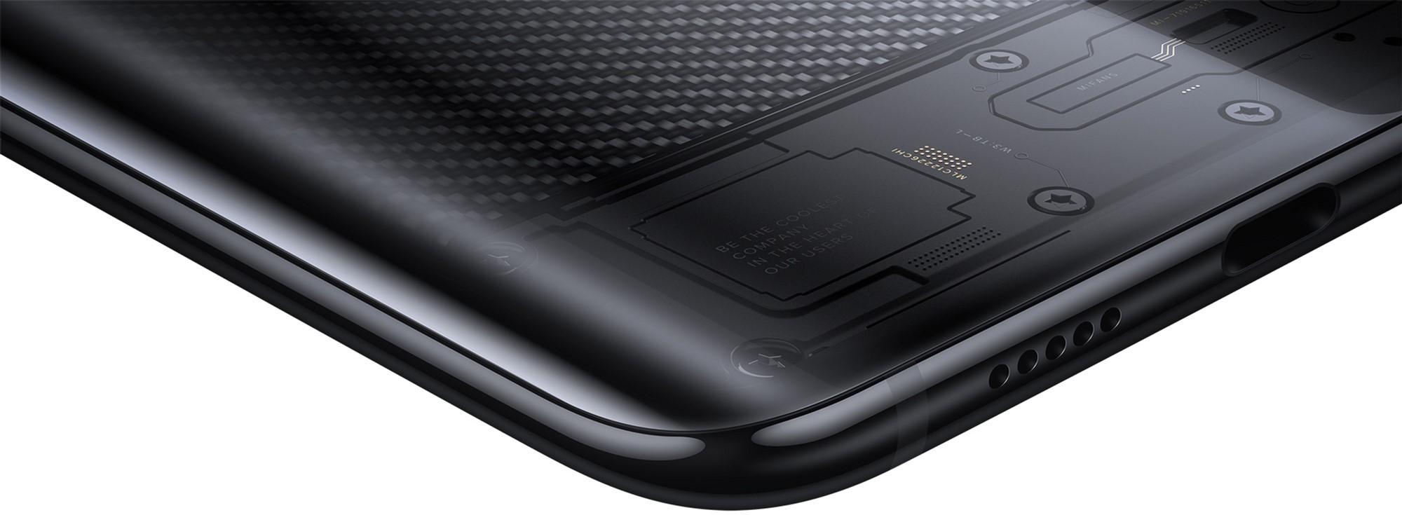 Внизу смартфона находится разъем формата USB Type-C, а также динамик, спрятанный за решеткой