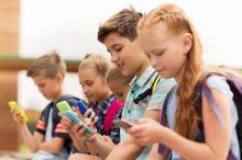 ТОП-13 лучших телефонов для школьников - на что обратить внимание при выборе телефона для ребенка