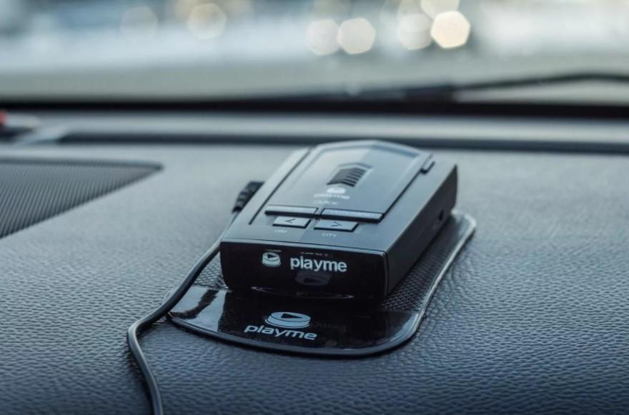 Радар-детектор — специализированный радиоприёмник, устанавливаемый в автомобиль и обнаруживающий работу полицейского радара