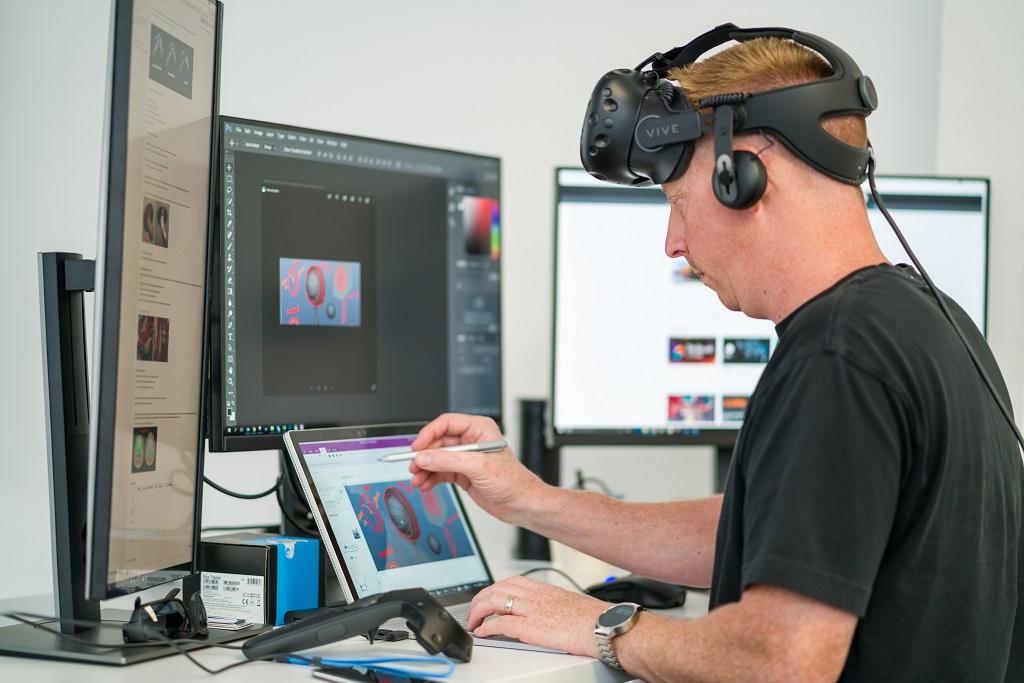 VR/AR разработчик создаёт приложения виртуальной и дополненной реальности для планшетов, PC, смартфонов, очков и шлемов VR