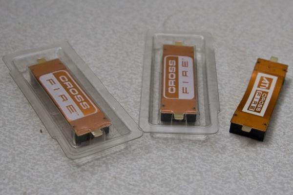 Для каждого стандарта видеокарт свои контактные шлейфы для соединения плат