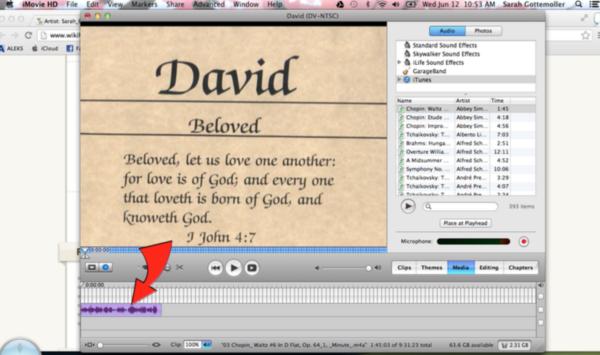 Перемещаем нужный аудиофайл в серое окно с вашим видео-проектом iMovie HD
