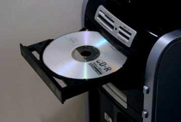 Вставляем чистый DVD-R или DVD-RW диск в дисковод