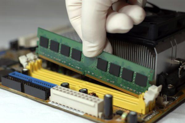 Небольшие повреждения или неисправности, оперативной памяти могут вызвать ошибку 0x8007025D