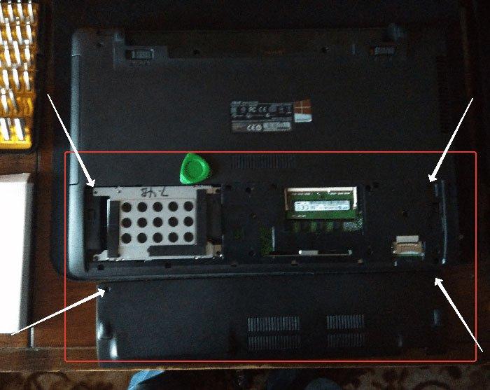 Переворачиваем устройство и снимаем крышку
